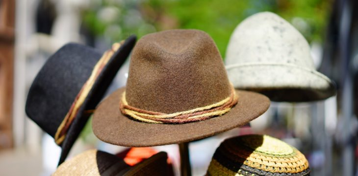 Merchandising habitual: los sombreros personalizados