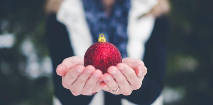 Publicidad con bolas de navidad personalizadas