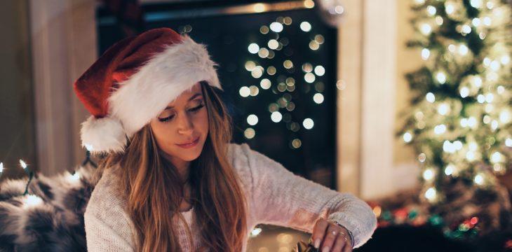 Origen y personalización en gorros navideños