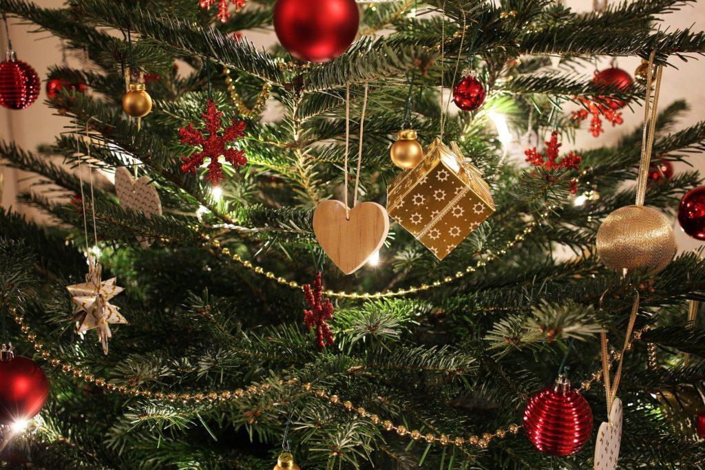 Modelos de bolas y adornos navideños para personalizar
