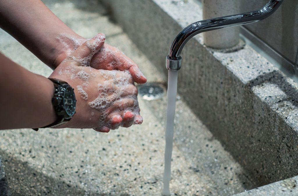 Jabon para lavarse las manos evitando rebrote