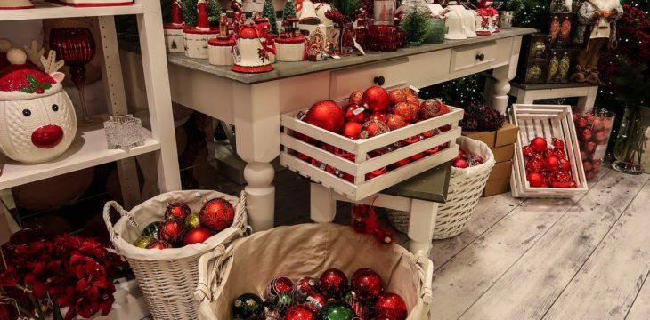Merchandising en línea de caja para fomentar las compras navideñas